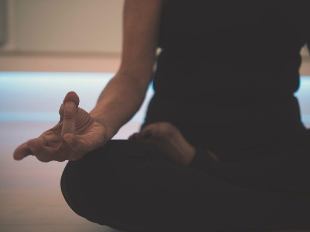 Evde yapabileceğiniz keyifli aktiviteler yoga
